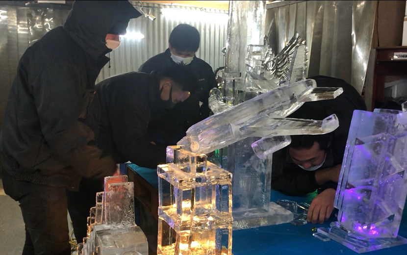 氷のピタゴラ装置制作作業風景