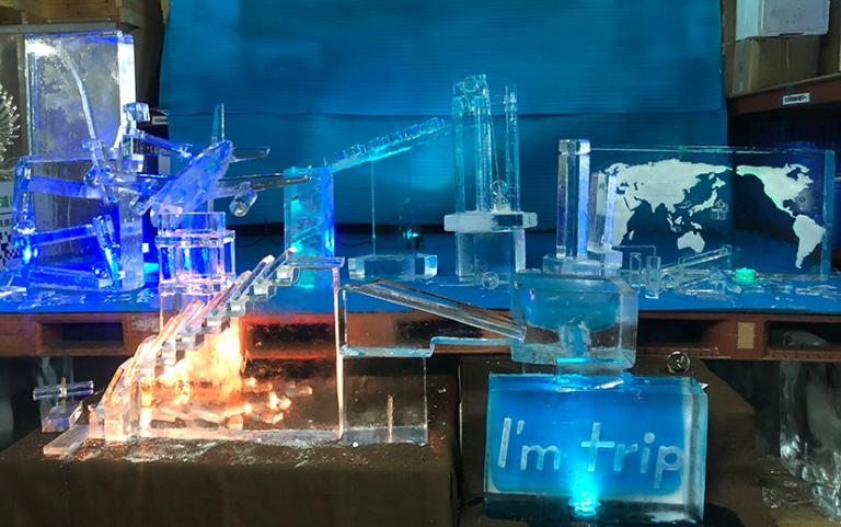 氷のピタゴラ装置全景
